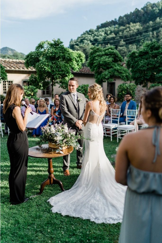 Wedding ceremony in tuscany Celebrant symbolic Ph. Daniele Pierangeli